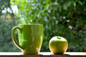 Green cup and apple - Simply Nourished | Food Coaching & Reiki, Melbourne VIC - simplynourished.com.au